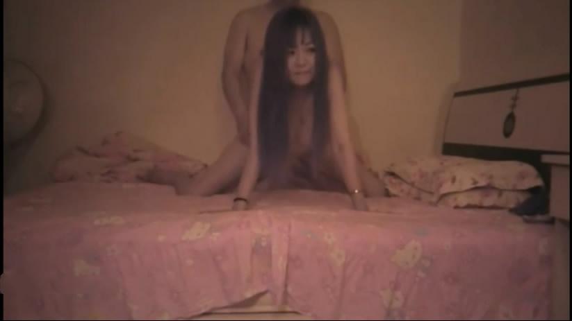 剪刀手嫖妓达人玩了一个鲜族风骚大长腿美少妇长发有女人味各种体位床上干到床下说你真厉害扎死我了国语