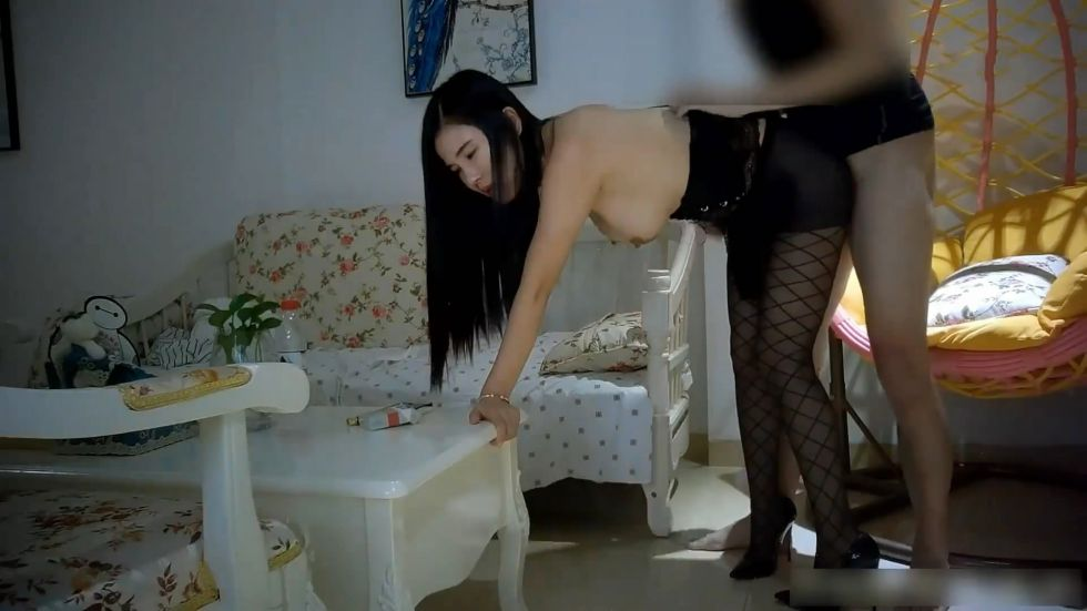 迪吧新认识的172CM黑丝网袜性感白富美小姐姐借着酒劲上前挑逗结束后直接到她公寓啪啪屋里干了个遍,漂亮!