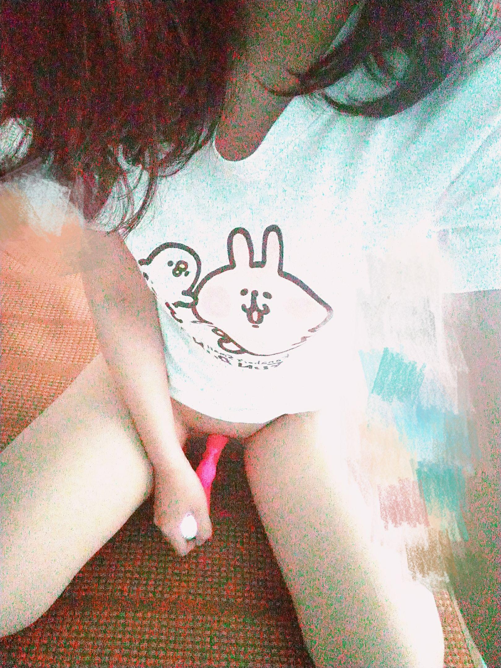 剛兼差當台北外送茶的甜美妹子在床上「偷偷掀衣」露巨乳 讓客人秒硬!?