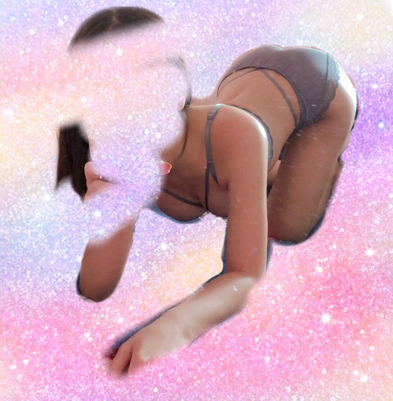 正妹穿「超短浴衣」辣翻,「深V事業線」實在太邪惡!台中外送茶新妹影+圖推薦!