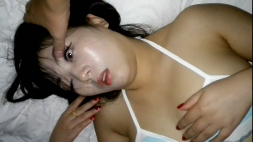 91四哥酒店约会气质女网友把妹子放倒后换上泳衣玩弄摆拍