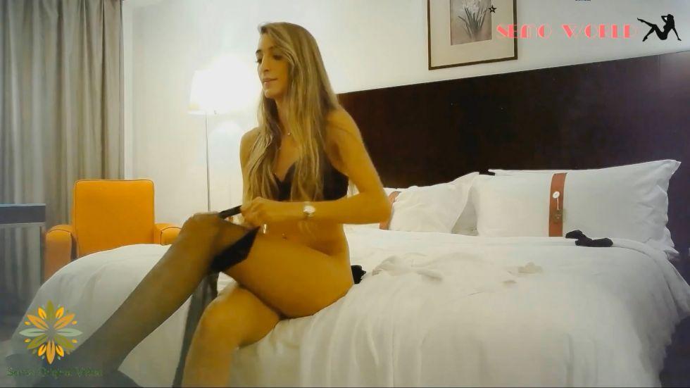 高端为国争光系列-维多利亚港的OL女白领,满满异域风情洋妞,长得漂亮身材棒,黑丝大长腿看了超有欲望.1080P版!