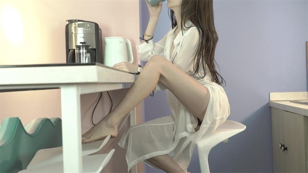 网红模特萌琪琪露脸拍摄剪辑收藏版 各种诱惑撩人的动作浴盆洗澡