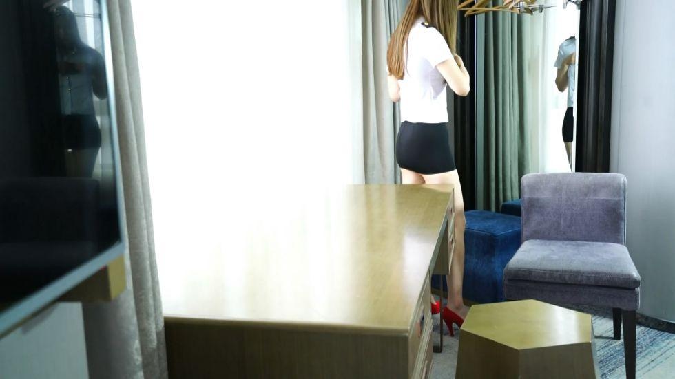 高价众筹-世界环球大赛女神级长腿美女嫩模穿着制服红高跟翘起性感美臀求操一双美腿就够射了1080P无水印版!