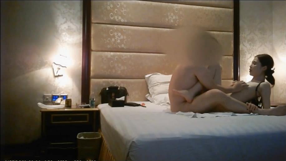社会大飞哥会所体验店内头牌女公关哈尔滨豪爽美女肤白美乳身材好