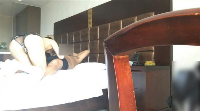 约操妹妹可爱的闺蜜宾馆干一炮 身材娇嫩没想到这么抗操 在学校被很多人操过 叫床真浪真骚 高清1080P完整版