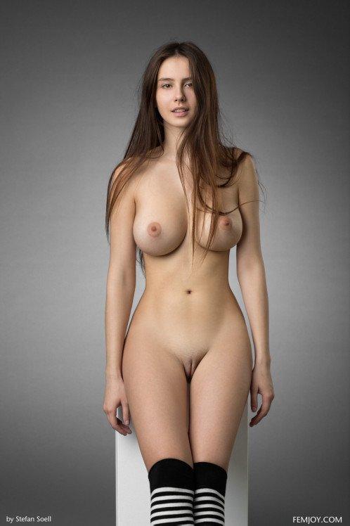 极品尤物大波美人儿全裸完美形体展示身材太性感太惹火男人看了受