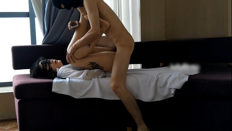 性感富姐故意挑逗情人 撕破丝袜自慰足交 实在忍受不住各种姿势操
