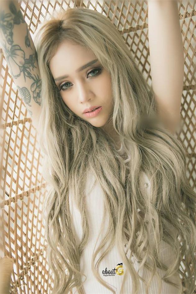 【网曝门事件】泰国着名萝莉泰英混血嫩模奈魅儿与闺蜜大尺度私拍