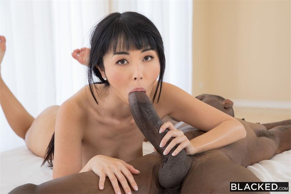 亚裔漂亮妹子吞吐超大屌 看着真刺激呀 苗条肉肉大长腿美女给力紧
