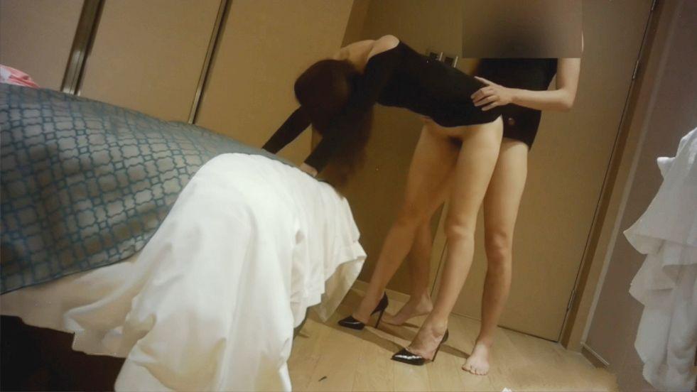 176CM性感翘臀高跟DJ大长腿美女下班后和粗手很大气的客人酒店啪啪,比男的都高,后插时还要弯着腰,屁股超性感!