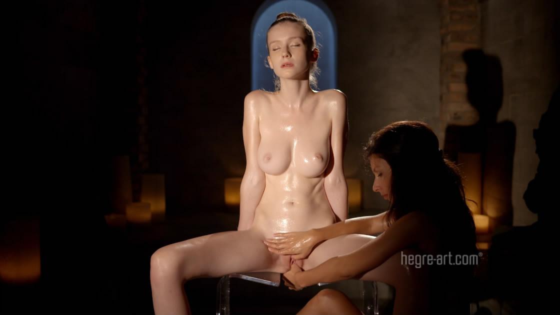 最新流出Hegre精品大作人气女神艾米丽全裸努鲁椅上享受精油性按