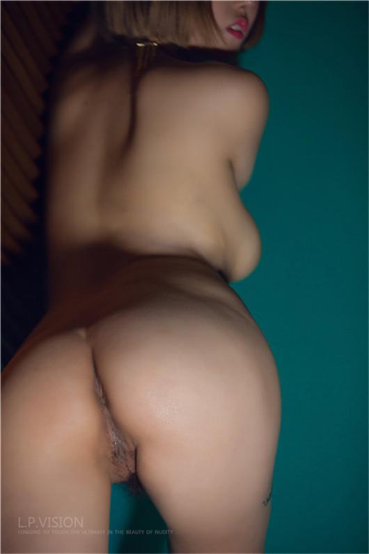 最新众筹金牌摄影师L.P.VISION拍姑娘系列之《脱在分手后》全裸口