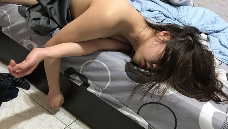 气质高冷女神在吃饭时被男友下药带回酒店扒衣服各式玩弄啪啪 无套抽插骚逼随便干 高清私拍75P 高清1080P版