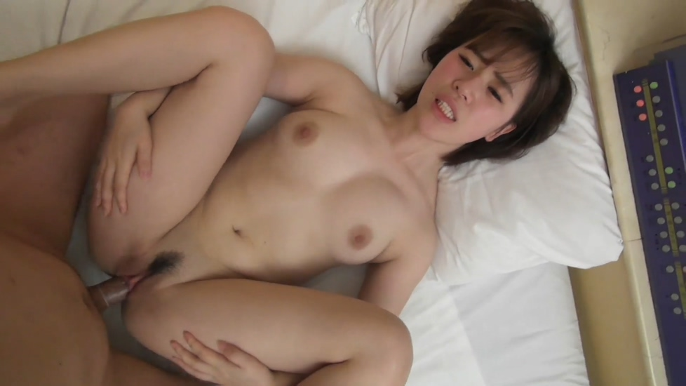 最新流出18岁清纯美乳学生妹酒店援交富