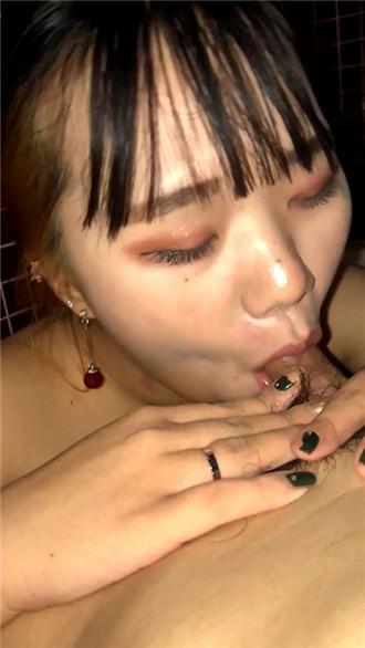 韩国小情侣日常打炮自拍流出 卫生间强制口交深喉插入 内射 无套