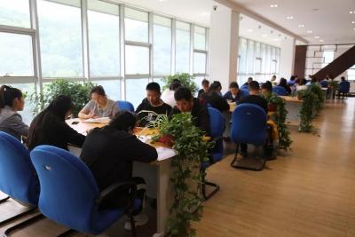 黑龙江神学院以特色课程——读经周开启新学期的征程