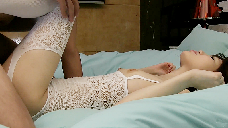 波波头少妇 肤白貌美!镂空吊带白丝情趣衣真是极致诱惑J儿硬的梆
