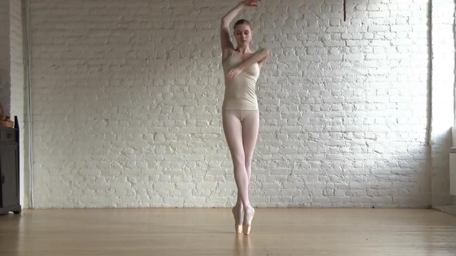 最新流出身材完美年轻芭蕾舞美眉全裸跳一段芭蕾舞身体柔软度太好