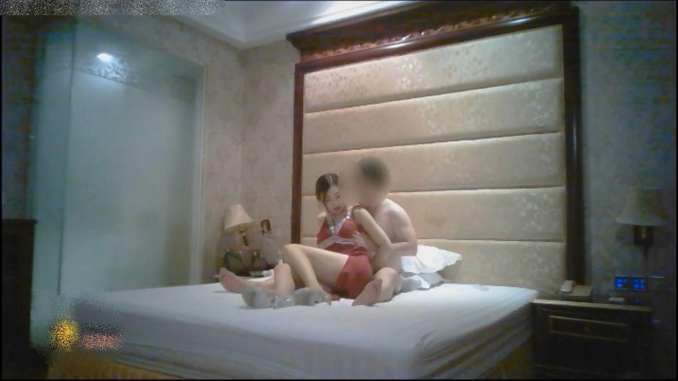 土豪哥酒店高价约操172CM奶大性感的腿模美女又加了1000元小费各种配合淫叫:干的我逼好痒操我射给我!