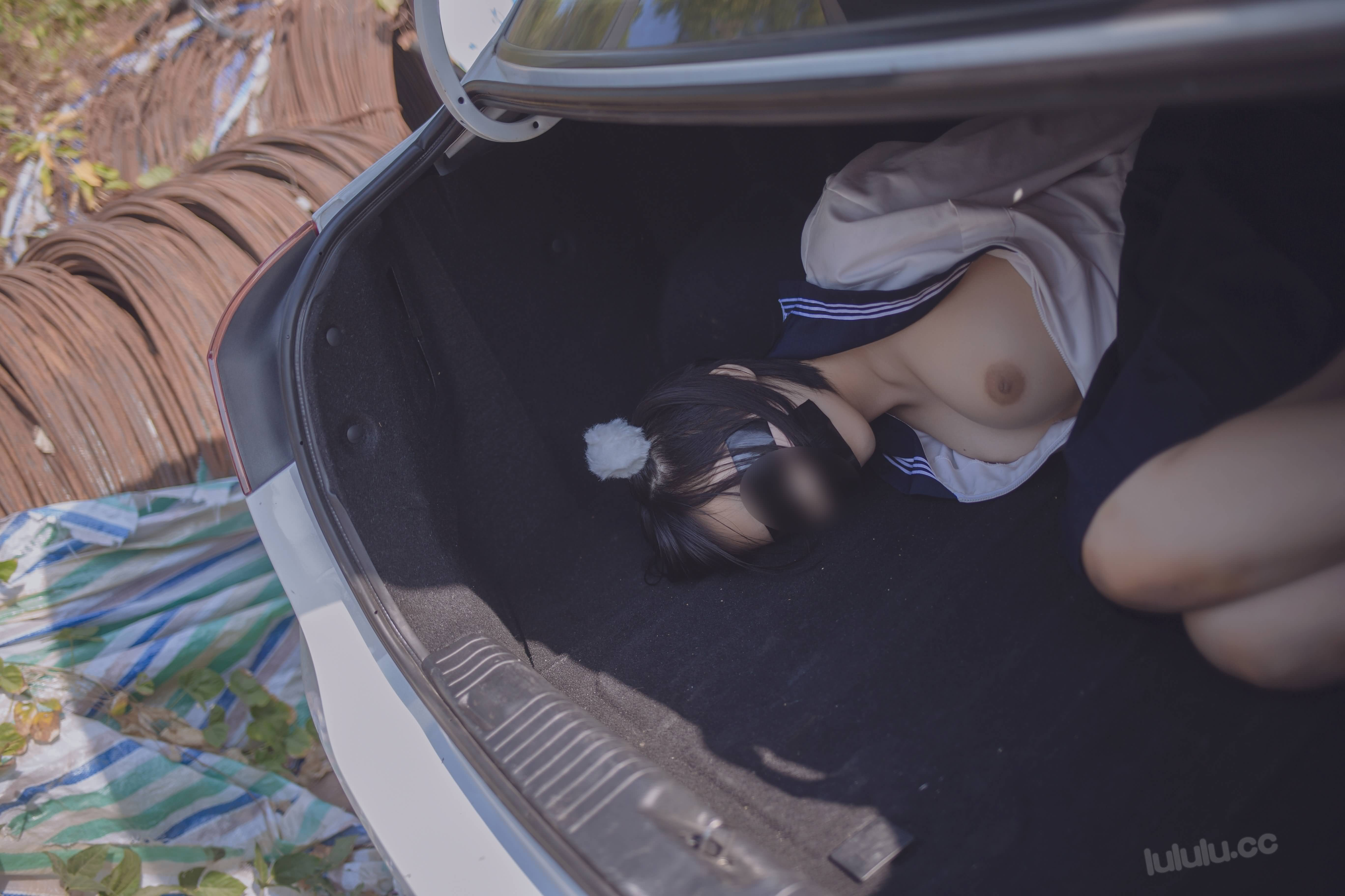 cP68LT - Japanese schoolgirls were kidnapped and stuffed into the trunk of car 悠宝三岁 JK服