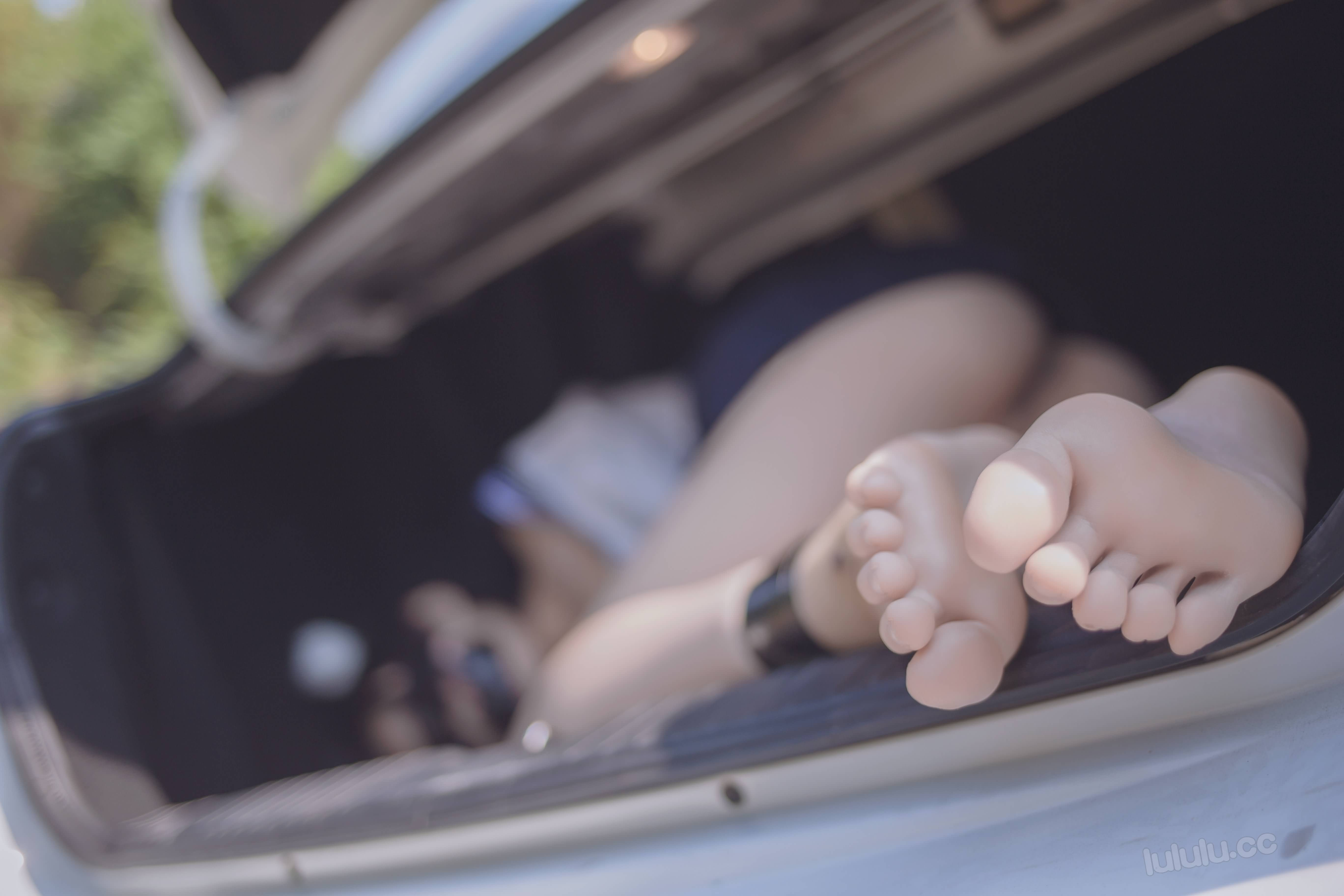 irnlTG - Japanese schoolgirls were kidnapped and stuffed into the trunk of car 悠宝三岁 JK服