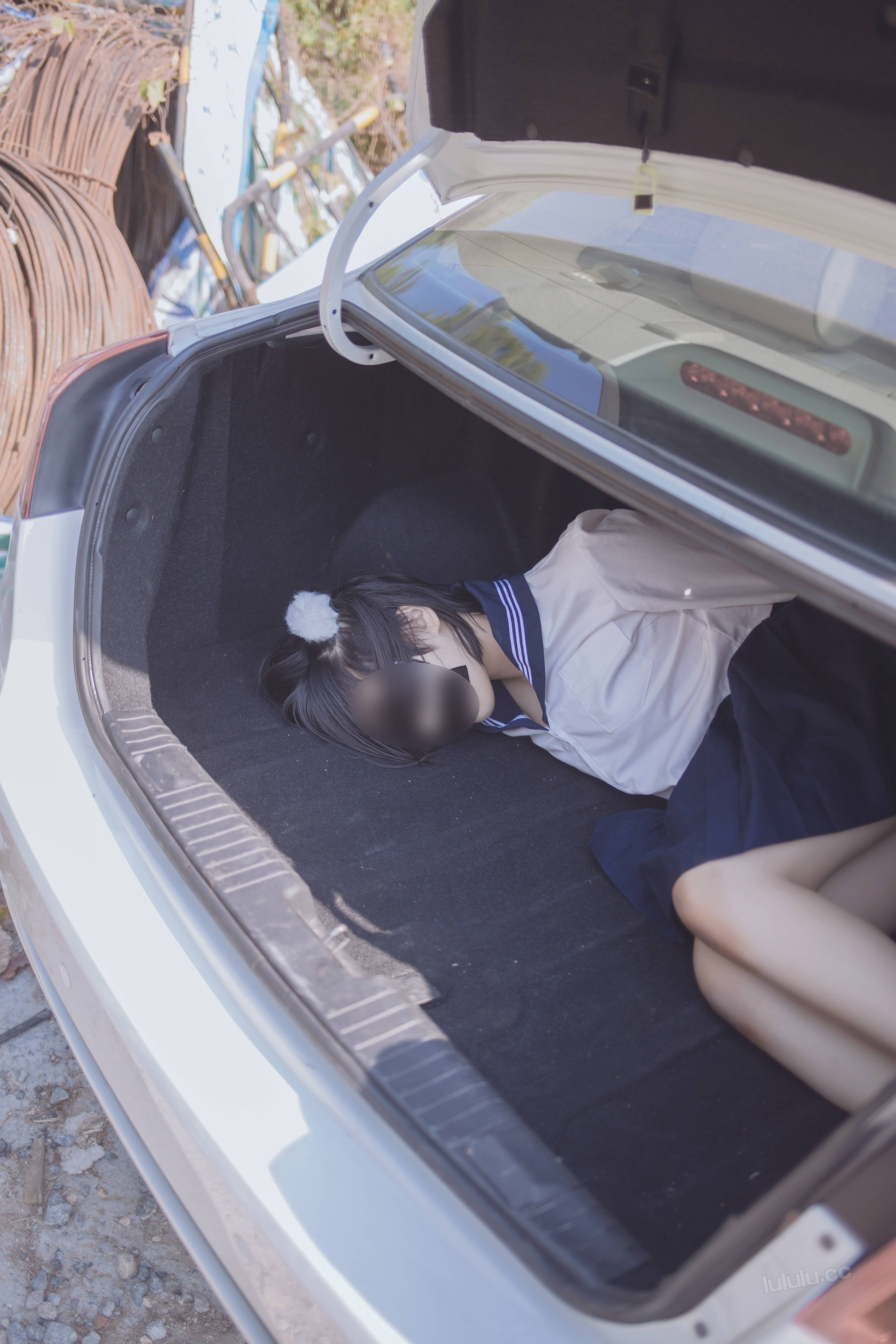 r6BUMn - Japanese schoolgirls were kidnapped and stuffed into the trunk of car 悠宝三岁 JK服