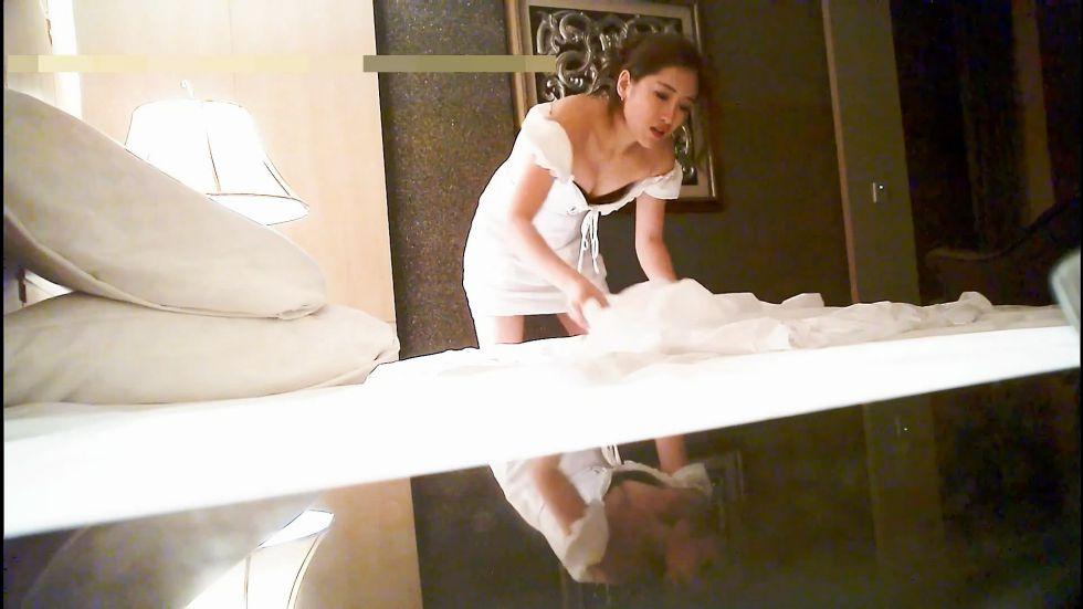 洗浴会所按摩认识的气质漂亮美女技师,私下高价单约到酒店啪啪,抱着屁股干的呻吟浪叫直求饶,还在继续干.国语!