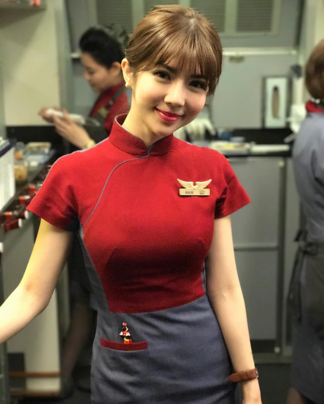 """【网爆门事件】脸蛋精致 长相甜美俏皮的""""华航空姐Qbee张比比私拍视频流出[574MB]"""