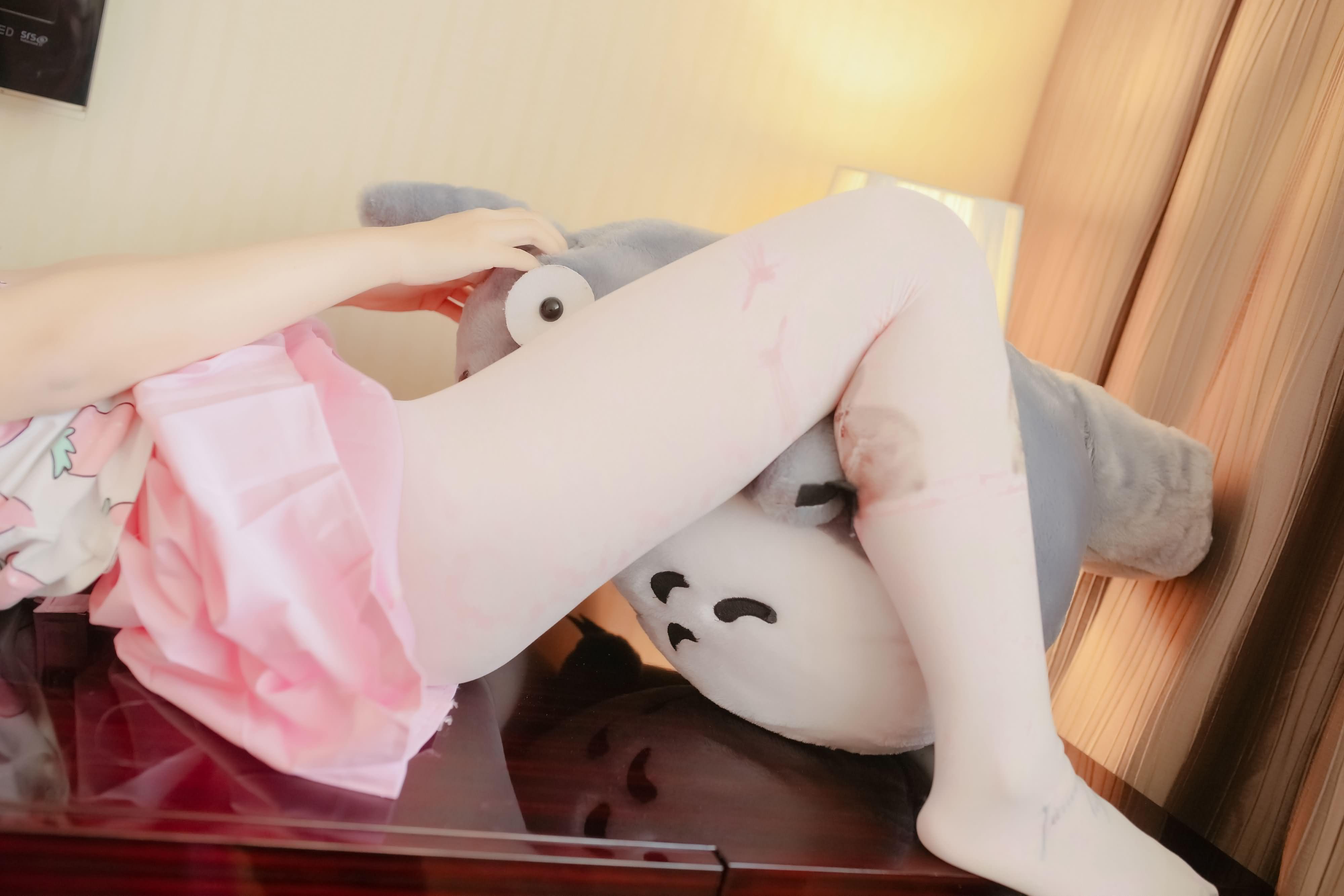 ZvtTYV - 【The Girl Theater】 少女映画 Cosplay 龙猫与少女 90P