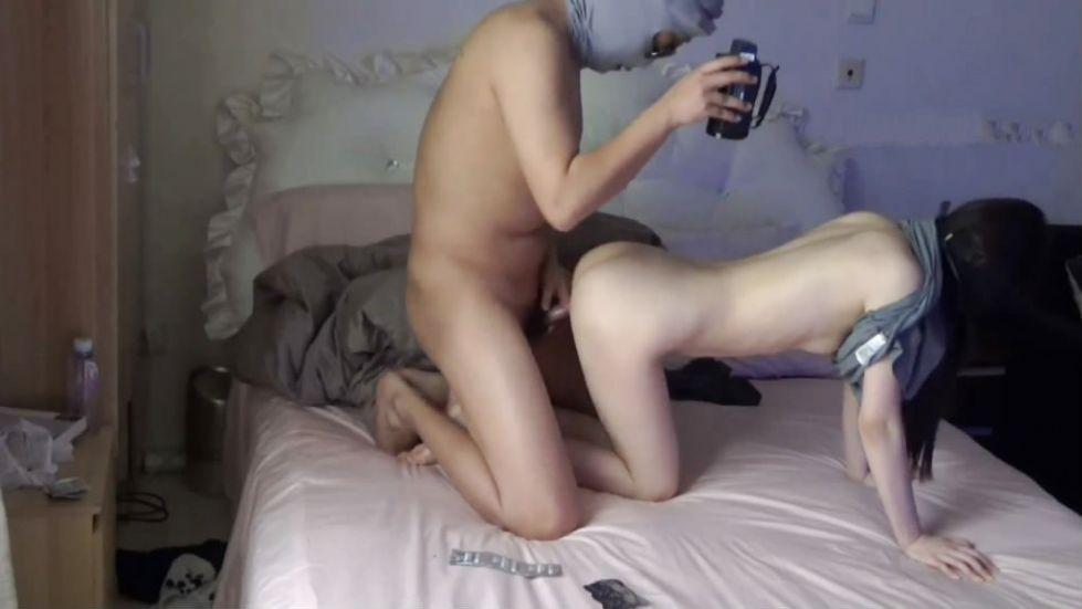 居家真实自拍-白皙性感的女神级大长腿美女和土豪男友记录肏逼性爱自拍多角度拍摄好逼又被猪拱了!