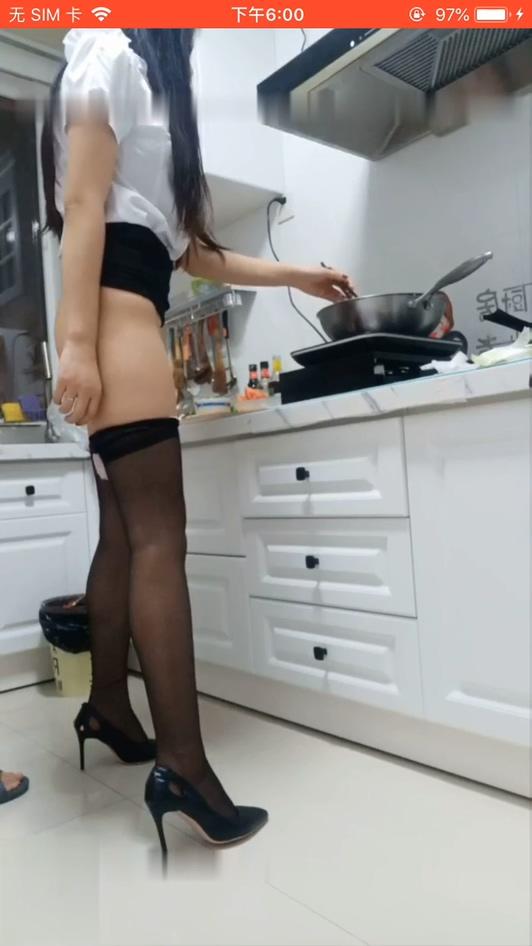 敢射弄死你厨房啪啪有点婴儿肥的性感黑丝美女厨房做饭做到一半就