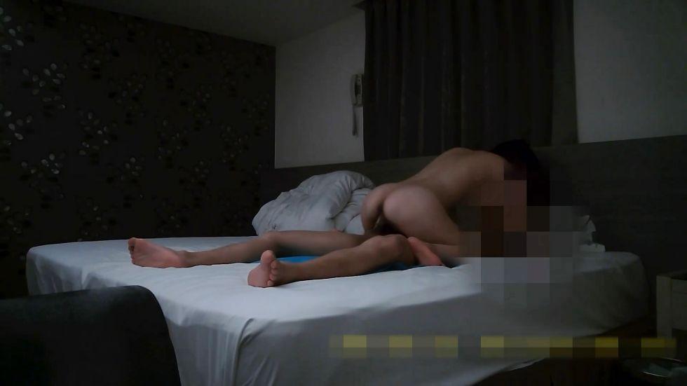 精品福利-年轻性感的美女人妻打牌输钱太多背着老公在洗浴会所兼