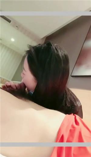 酒店宾馆约啪极品网红骚妹纸 身材超棒玩的开 黑丝高跟后入顶着操