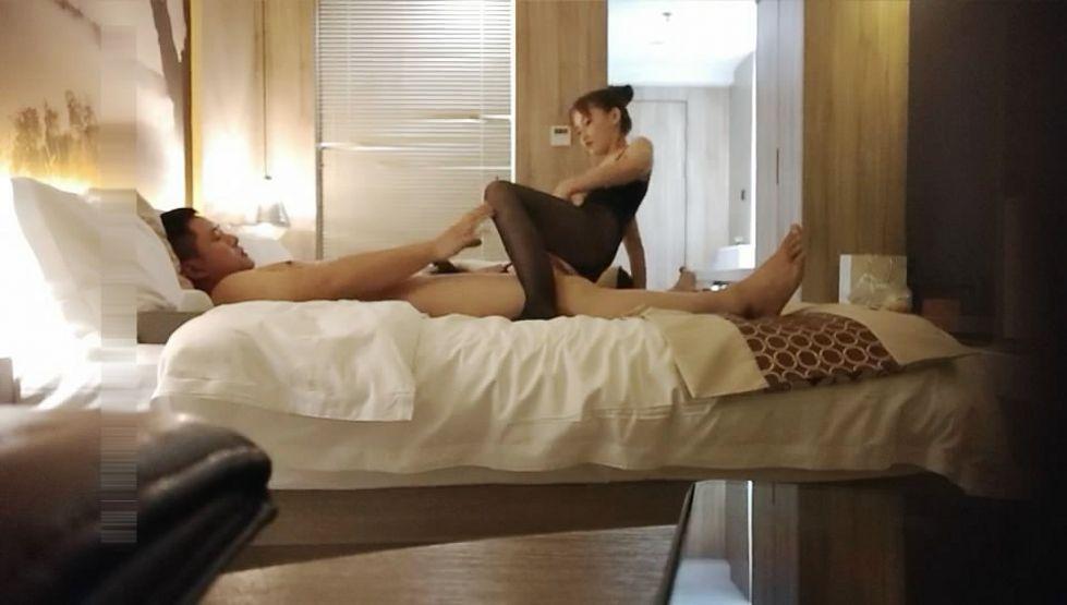 嫖妓达人酒店高价约啪性感漂亮的高素质美女啪啪偷偷直播给粉丝观