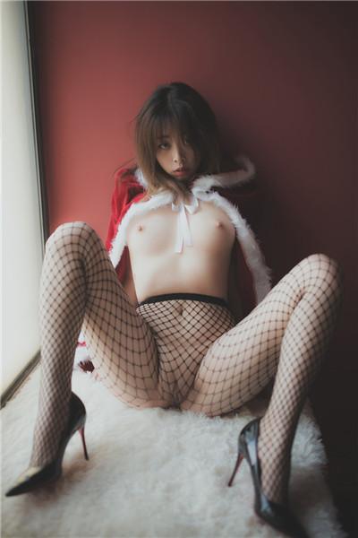 极品网红萝莉『柚木』女王风圣诞特辑 百合圣诞女王与小鹿 极品身