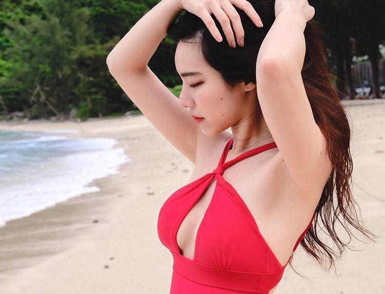 Bonnie C. Huang — [網紅]