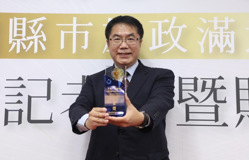 Re: [新聞] 黃偉哲施政滿意度勇奪5金 台南幸福感86%