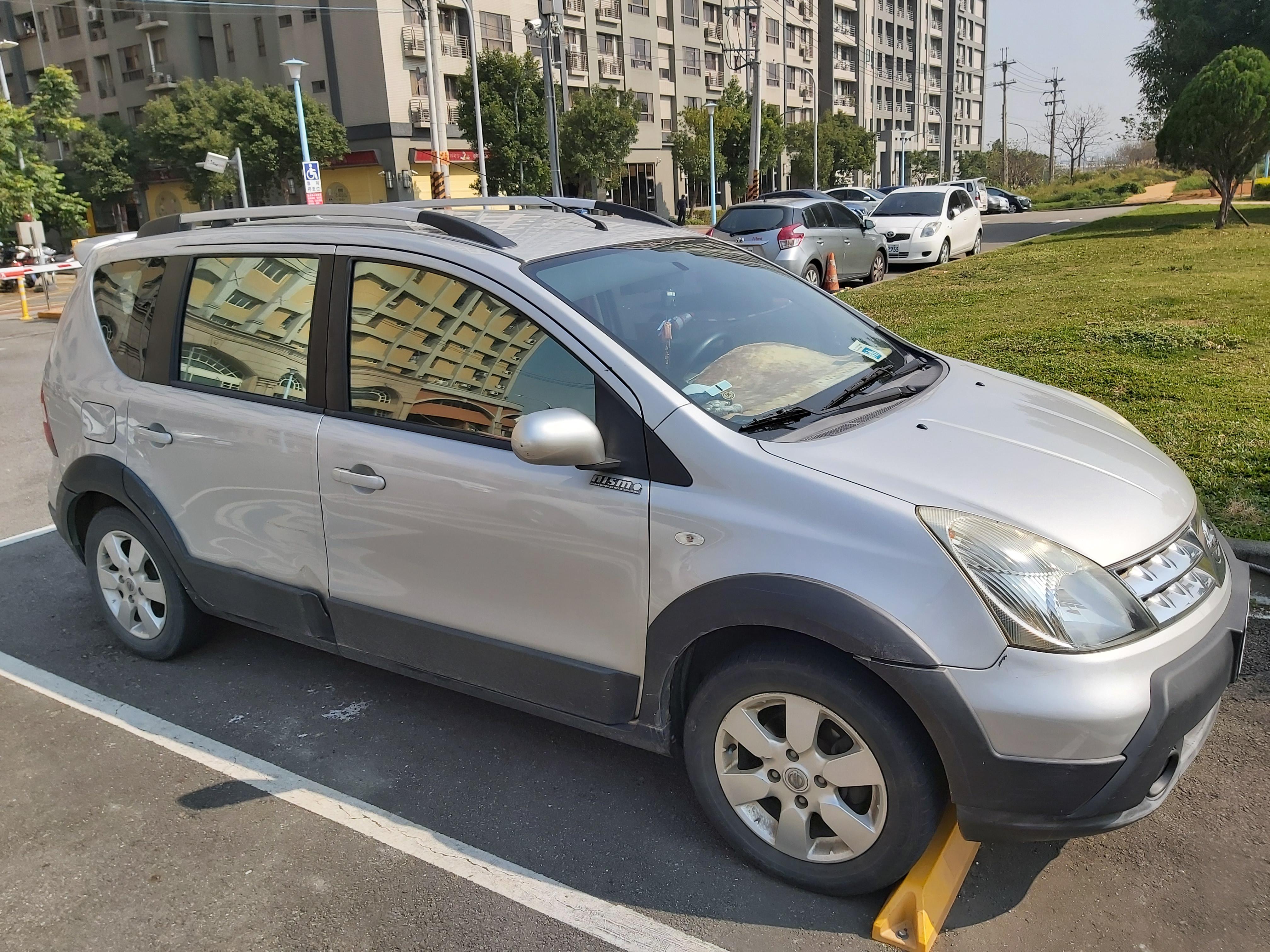 [售車] 2011 LIVINA 銀色 1.6