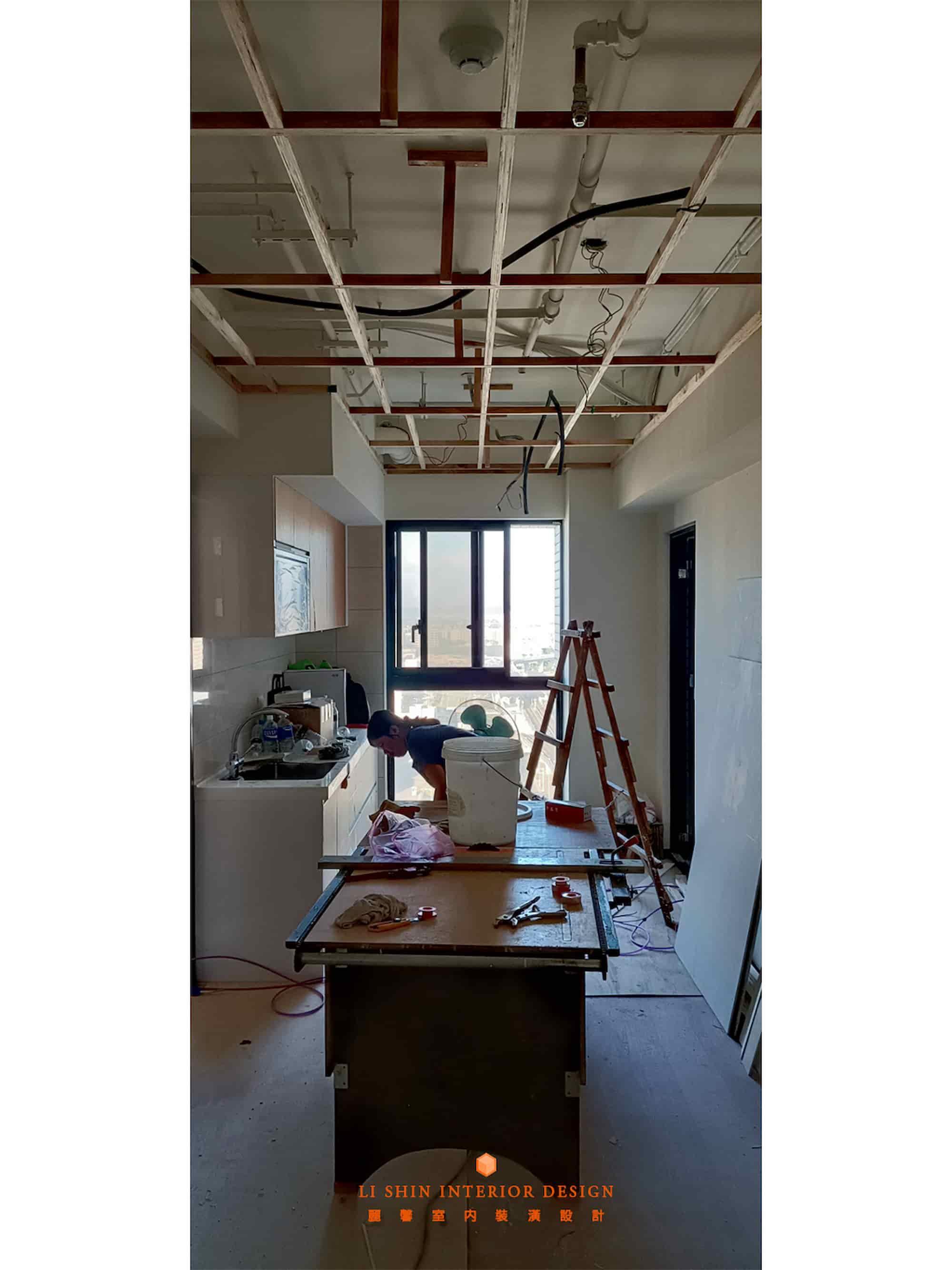 天花板角材