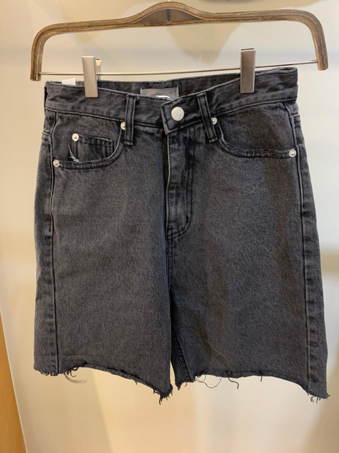 (n13)黑鬚邊四分短褲