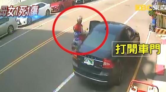 [新聞] 路邊停車開門 機車擦撞滑倒再遭輾